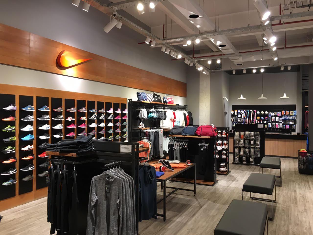 Nike Factory Store, Queretaro. K likes. Local Business. Las instalaciones muy bien, no tiene gran variedad de calzado y el que está es más para correr pero muy surtida en todo lo demás/5(22).